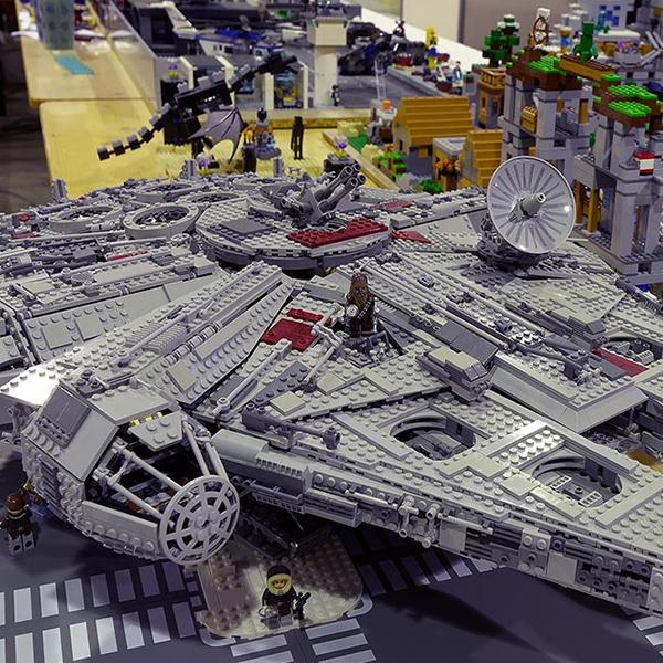 Lego par l'association Brisy